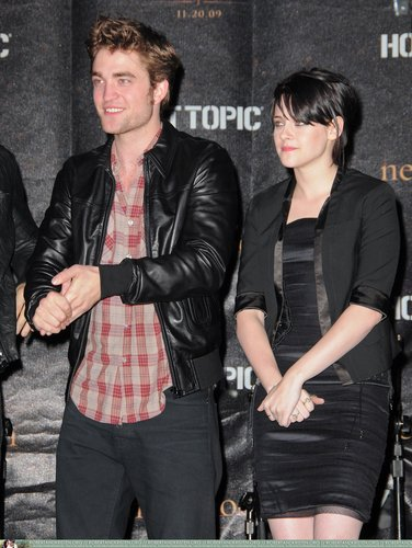 Rob, Kris and Taylor at Hot Topic