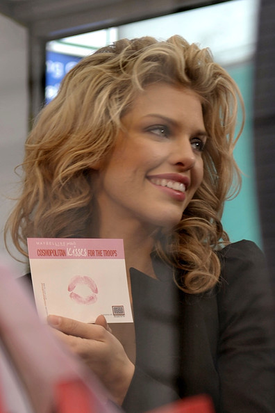 "Annalynne marks Veteran's Day in Times Square by launching the ""Kisses for the Troops"" campaign"