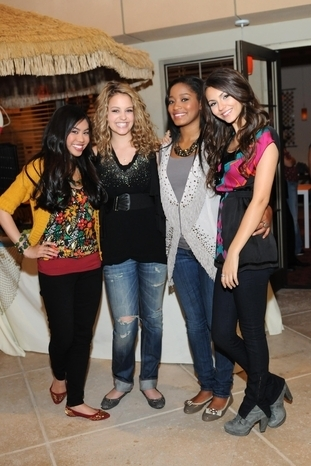 Gage Golightly with Nickelodeon Co-stars