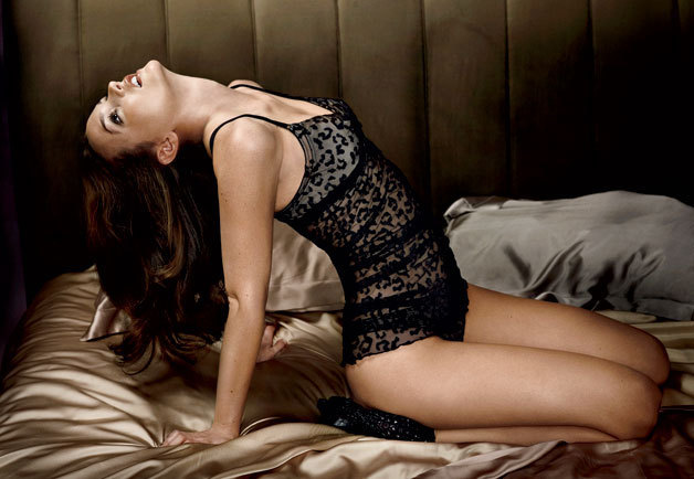 http://images2.fanpop.com/image/photos/9100000/Leighton-Meester-in-GQ-Magazine-leighton-meester-9112659-628-434.jpg