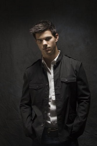 taylor lautner - USA Today -