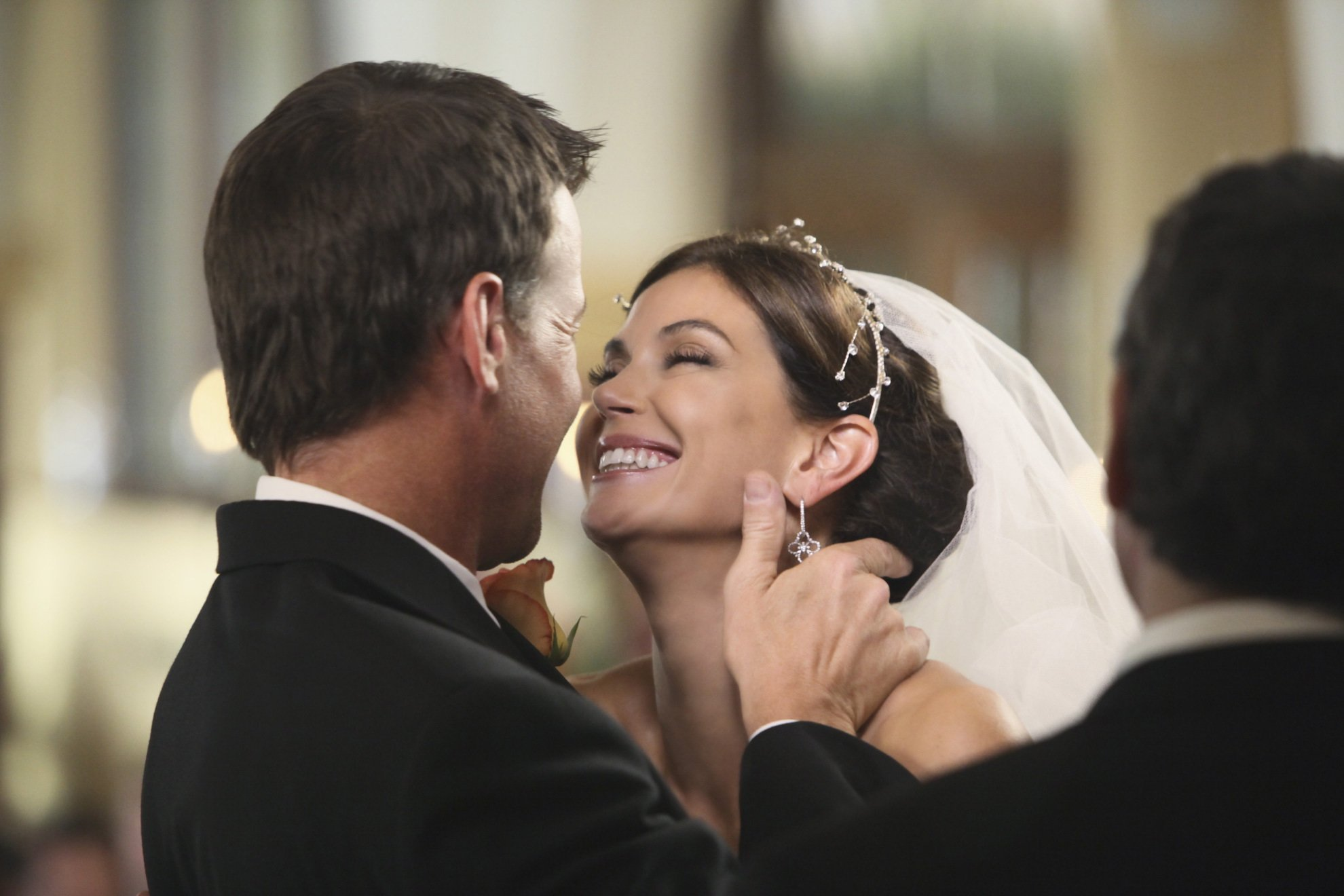 http://images2.fanpop.com/image/photos/9200000/Susan-and-Mike-wedding-desperate-housewives-9249759-1980-1320.jpg