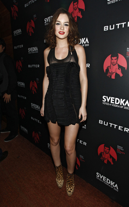 http://images2.fanpop.com/image/photos/9400000/Robin-Thicke-s-album-release-party-in-NYC-December-14-leighton-meester-9439715-500-800.jpg