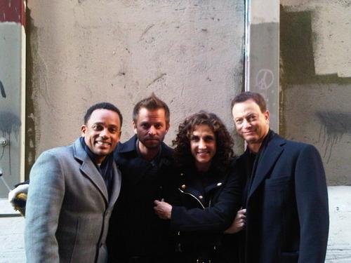 http://images2.fanpop.com/image/photos/9500000/Happy-Holidays-From-The-New-York-Team-csi-ny-9564440-500-375.jpg
