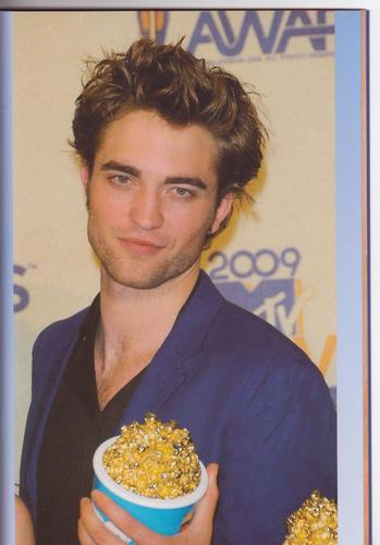 lebih New Pictures Of Robert Pattinson From Jepun