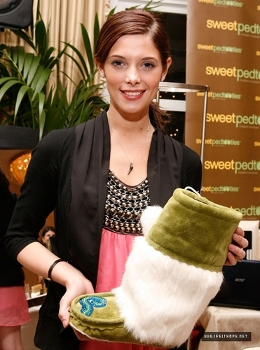 Ashley Greene @ Oh Canada Gift Suite, 15-01-2010