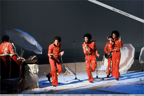 Early Years > The Jackson 5 / The Jacksons > TV Apperances > bahagian, atas A Joe Dassin