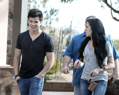 Is Taylor Lautner dating Sara Hicks?