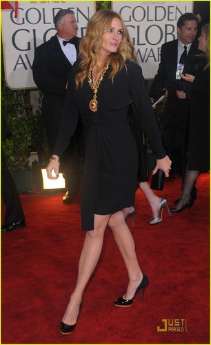 Julia @ 2010 Golden Globe Awards