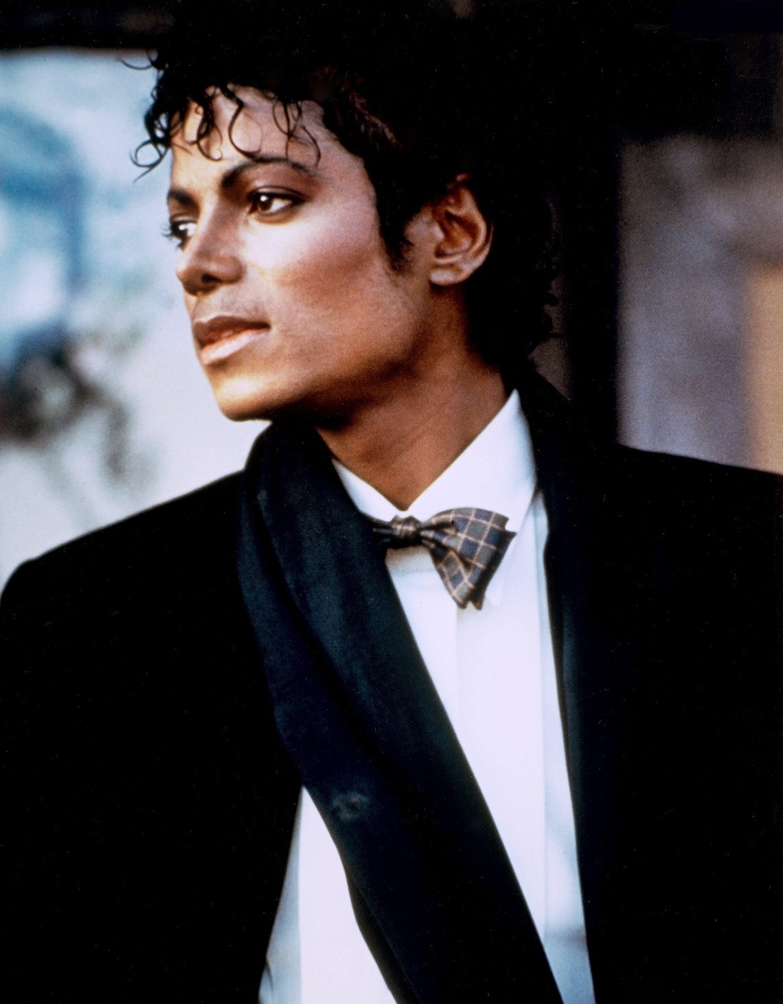 which hairstyle of michael jackson you think that match him