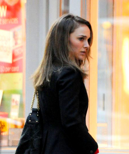 Natalie Portman on the set of her movie Cinta and Other Impossible Pursuits