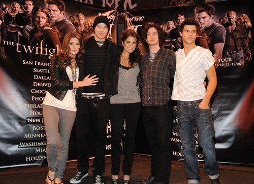 Twilight Cast & Paramore Lost tunjuk
