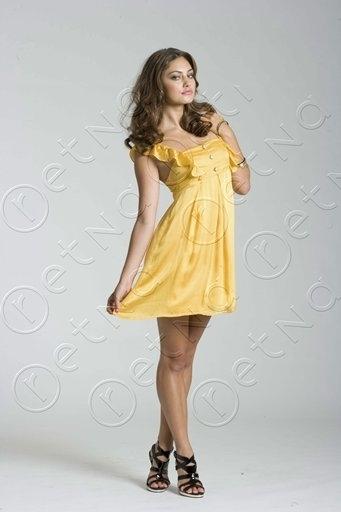 https://images2.fanpop.com/images/photos/3300000/Phoebe-Tonkin-modeling-cariba-heine-and-phoebe-tonkin-3382914-341-512.jpg