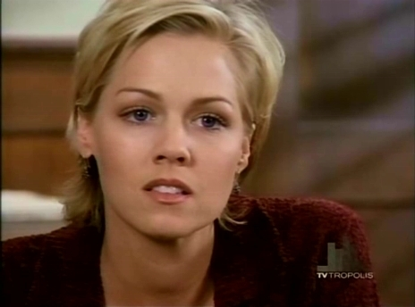 Beverly-Hills-90210-S06-kelly-taylor-384