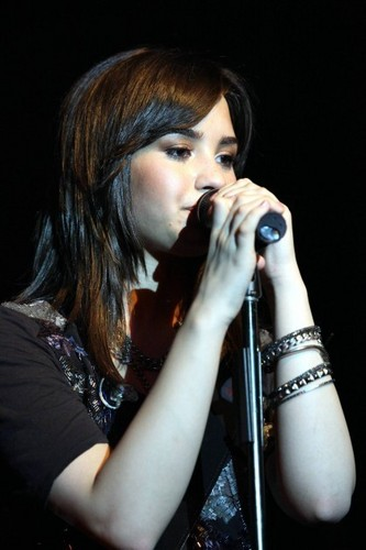 Demi Live At Atlantis