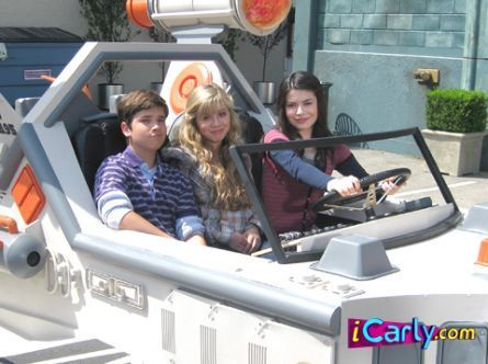 Freddie,Sam,and Carly