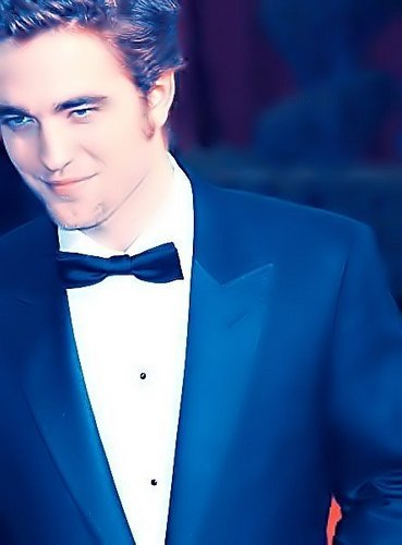ROBERT THOMAS PATTINSON ­Ψ