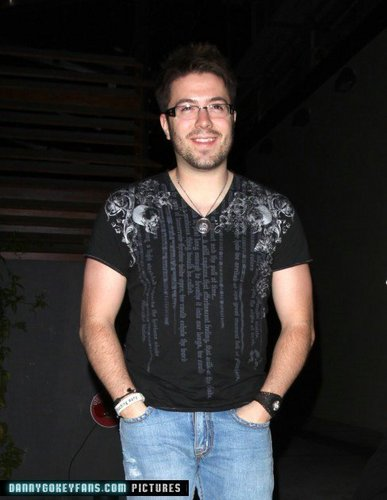 Danny *lol is it just me atau is this his kegemaran shirt?!*