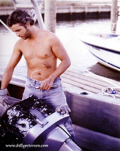 Will Graham fixing a perahu engine in Manhunter