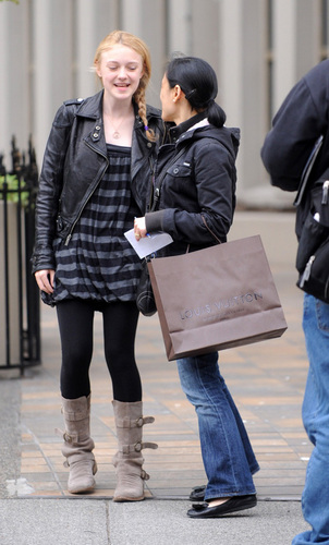 Dakota out with Mom on Mother's 일