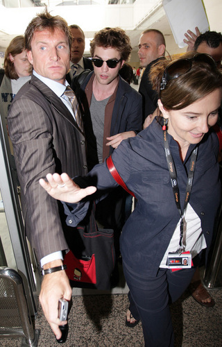 Robert Pattinson arriving in Nice - May 18