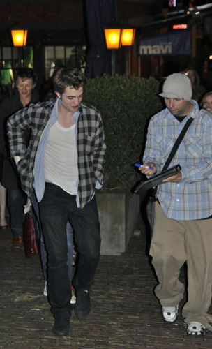 Robert Pattinson out in Vancouver
