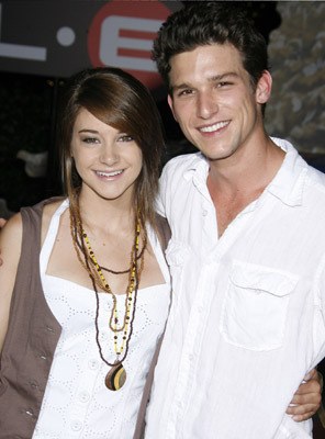 Daren And Shailene Daren Kagasoff Photo 6815871 Fanpop Daren kagasoff is a popular american actor who is famous for his roles in such series as the secret life of the american teenager and the village. daren and shailene daren kagasoff