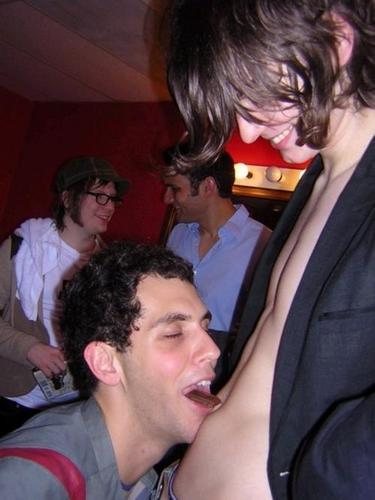 Gabe Saporta eating Cioccolato from William Beckett's navel!