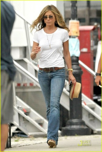 Jennifer on the set of 'The Bounty'