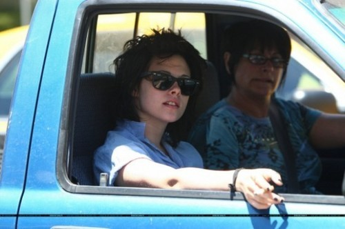 Kristen in LA with her Mom
