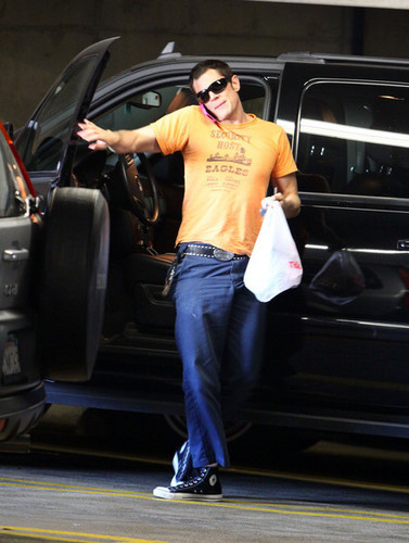 Johnny Knoxville Arriving At Cedar Sinai
