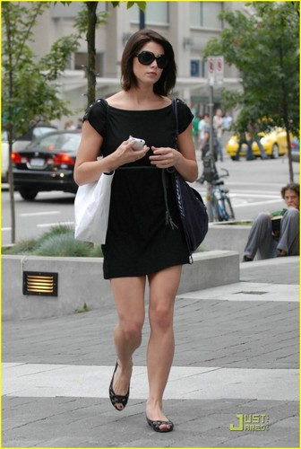 Ashley Greene is LBD Lovely
