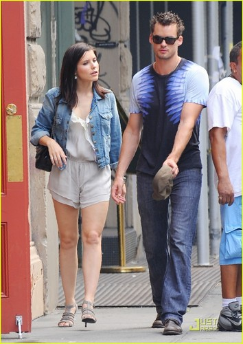 Sophia بش & Austin Nichols: Pop Yogurt Pair