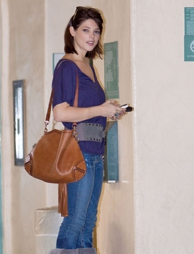 Ashley heading to an audition for a new movie (Santa Monica)