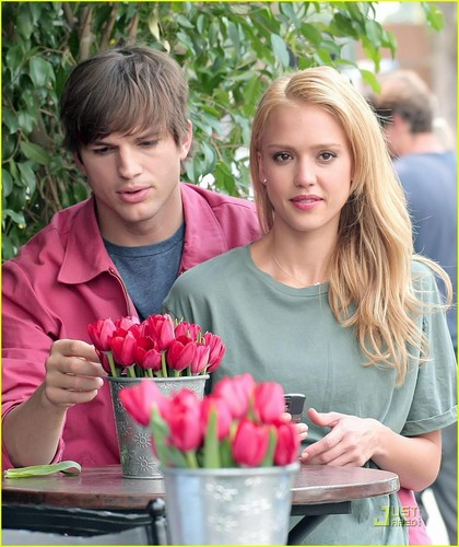 Ashton Kutcher& Jessica Alba on the set