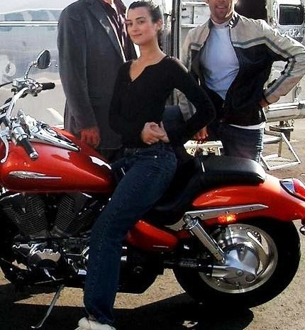 Cote on set