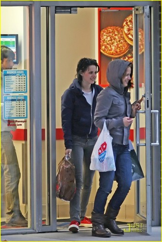 Kristen Stewart & Nikki Reed: Domino's Darlings