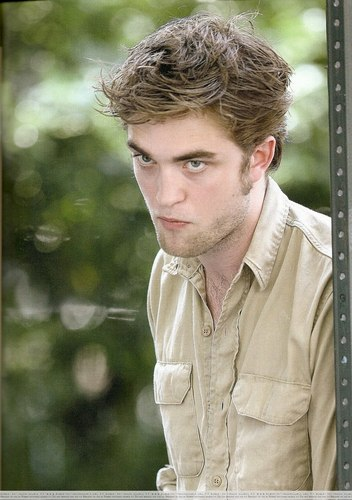A scan of Rob from Accion Mag (hottie :))