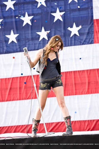Party In The U.S.A Musica Video Stills [HQ] <3