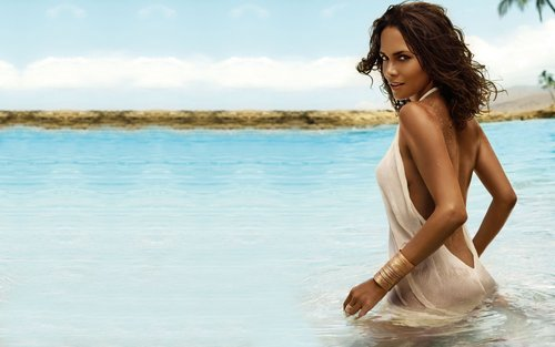 Halle Berry Widescreen 壁紙