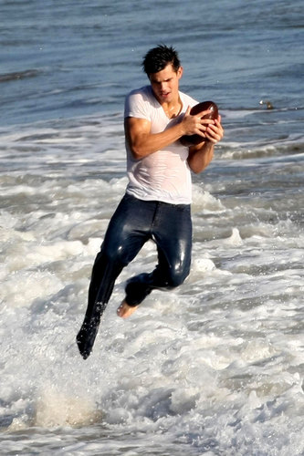Taylor Lautner's Flippin' Hot foto Shoot, Part 2
