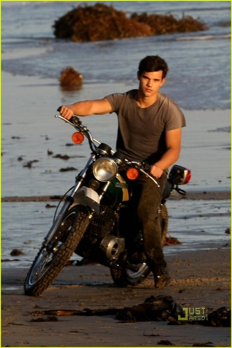 Taylor lautner - Rolling Stone photoshoot